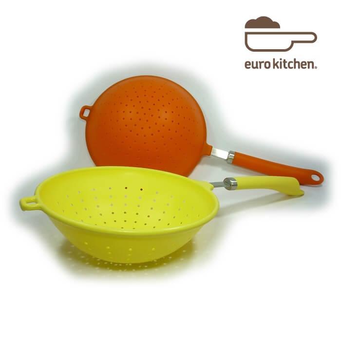 シリコンキッチンツールの定番、水切り器です。湯切りはもちろん、油切りとしても使えるシリコンストレーナーです。熱湯OKなので、パスタ水切りとしてもおススメです。 ユーロキッチン eurokitchen シリコン柄付ストレーナー 水切り器 取っ手タイプA【スパゲッティー スパゲッティ パスタ】