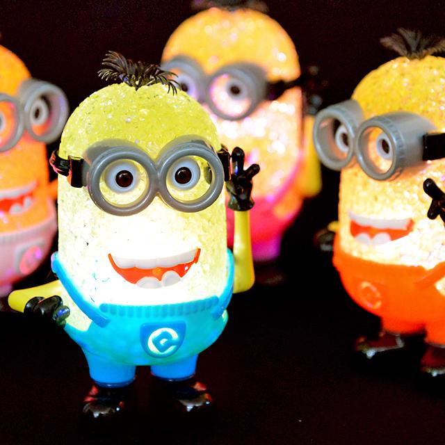 おもちゃ セール価格 光るおもちゃ 景品 縁日 夏祭り お祭り ミニオンズLEDライト 激安通販ショッピング 露天 子供会----- 夜店 祭り どれか1個