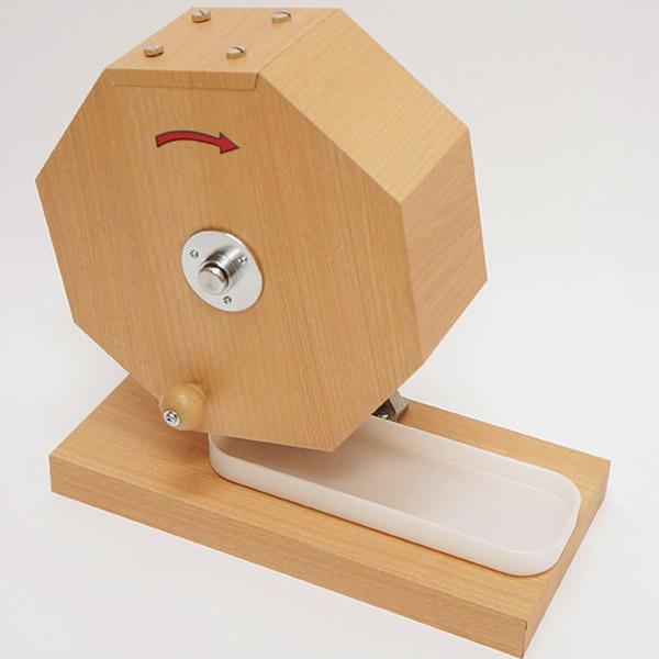 おすすめタイプ木製ガラポン[ガラガラ]福引抽選器 500球用【玉が飛び跳ねにくい特殊受け皿付】 /動画有