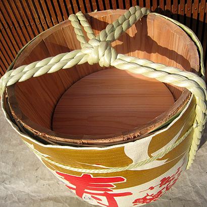 ●供日本国里面的镜子开使用的的酒桶2斗大小(实质内容容量1斗=18L)フタトレ