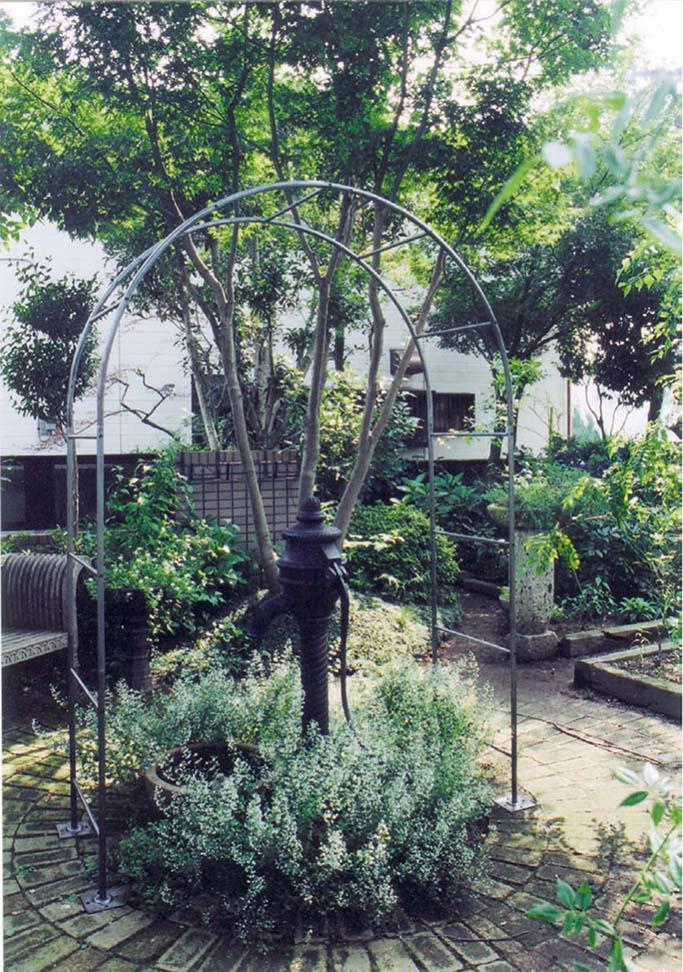 ドームアーチメイン(36433)(ジャービス商事)エクステリア ガーデンアーチ ガーデニング 園芸 庭造り ブラック アイアン