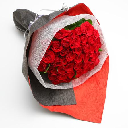 勝負の時に 黒いラッピングのバラの花束 送料無料 バラ花束薔薇薔薇の花束バラの花束赤 35%OFF 黒ラッピング 赤バラの花束50本 公式ストア
