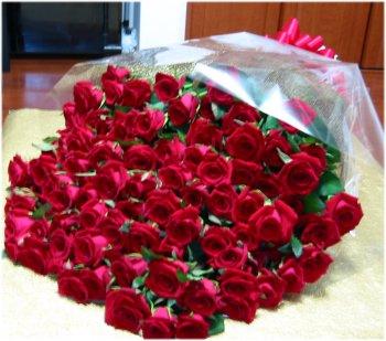 国産一輪バラの花束100本の花束