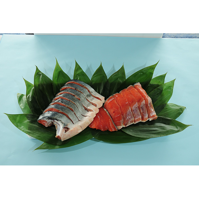日本有数の美味しさを誇るオホーツク海の鮭です オンラインショップ ふるさと納税 北海道猿払村産 13切れ セール 登場から人気沸騰 新巻鮭半身 13015