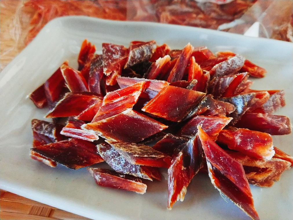 半額 すべてオホーツク海産の鮭を使用し 保存料 低価格 着色料などは不使用 昔ながらの味です ふるさと納税 020003 手造りカットとばセット ニハチ食品 地元