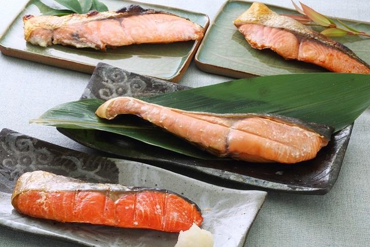 【ふるさと納税】ブランド銀毛鮭「銀聖」と3種の鮭の切身セット[B02-029]