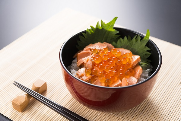 【ふるさと納税】漁協の鮭親子丼セット (銀聖いくら醤油漬500グラムと新巻鮭切身3切)[B02-795]