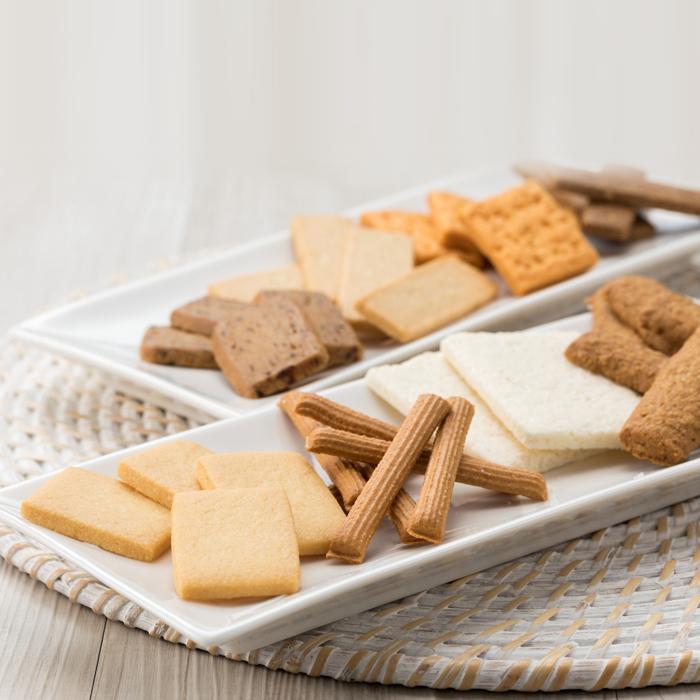 8種類のクッキー詰め合わせです 新入荷 流行 ふるさと納税 小岩井農場 グルメファンクッキー 2缶セット 8種類 雫石町 25%OFF 岩手県 クッキー 送料無料 H-005 菓子