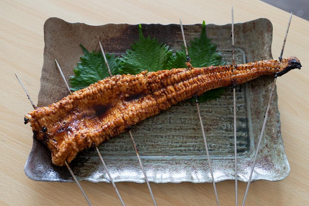【ふるさと納税】濃厚肉厚!浜の漁師秘伝のタレを塗った手焼き真穴子蒲焼(500g以上)