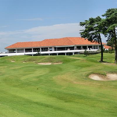 全世界で91勝を挙げるなどし、ゴルフ史上に残る名プレーヤーの一人でもあるセベ氏が監修したゴルフ場の一つです。 【ふるさと納税】【土日祝限定】JGMセベバレステロスゴルフクラブ1名プレーフィ券【1013779】