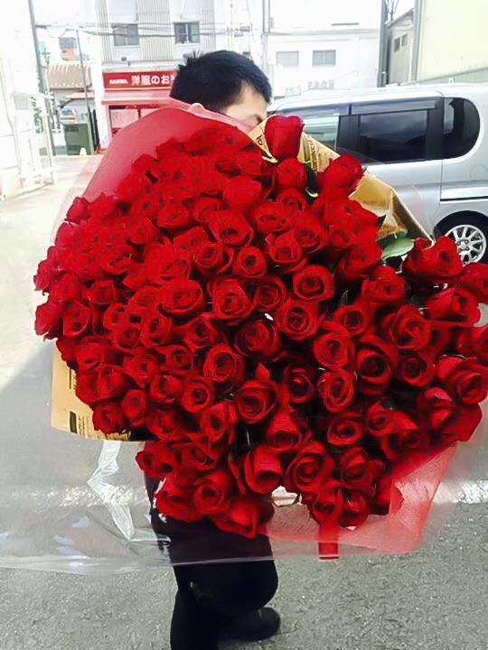 【ふるさと納税】《記念日に届くお花シリーズ》赤バラの花束 108本「結婚して下さい」