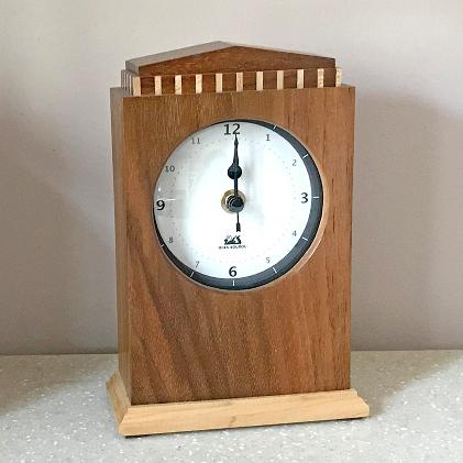 【ふるさと納税】クラシック電波時計(ウオールナット) 【工芸品・インテリア】