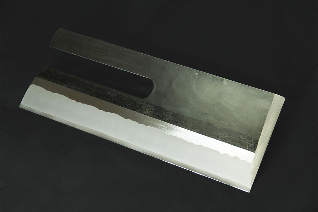 【ふるさと納税】畑山充吉作 信州打ち刃物・手造りそば切り包丁(黒打包丁重さ900g、刃渡り320mm、右利き用)依頼者のお名前を刻印