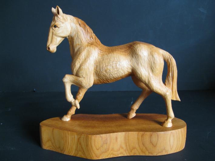【ふるさと納税】飛騨一位一刀彫 駿馬(小) 飛騨高山 伝統工芸品 f134