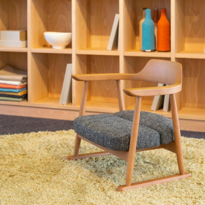 【ふるさと納税】【飛騨の家具】 飛騨産業 座椅子ロータイプ(ナチュラル色) f157
