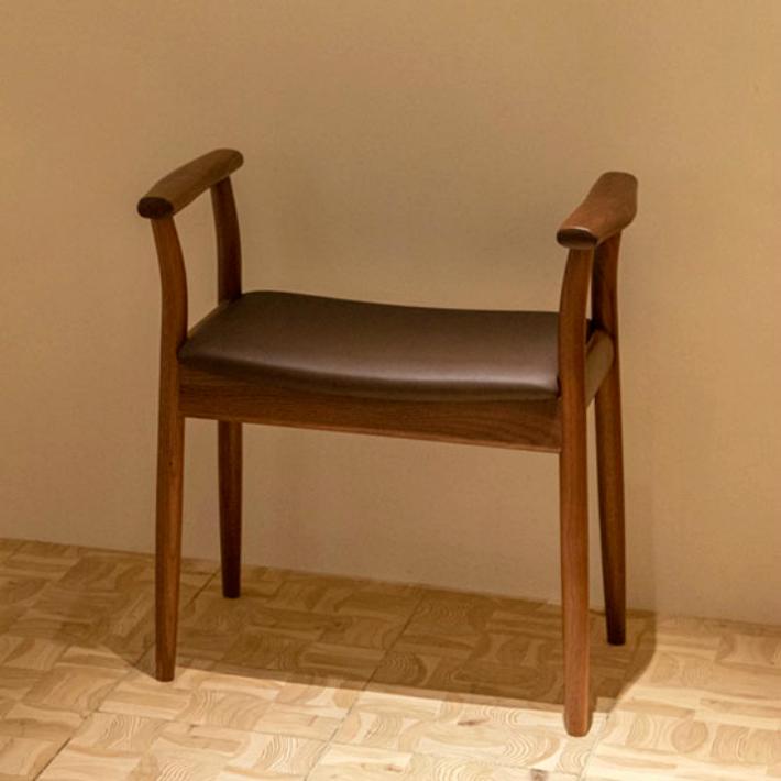【ふるさと納税】【飛騨の家具】 飛騨産業 玄関チェア(ウォルナット) g128