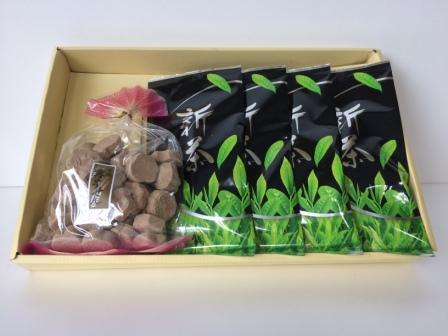 【ふるさと納税】※新茶・安心・安全!甘くてコクのある深蒸茶 麦こがし菓子付き