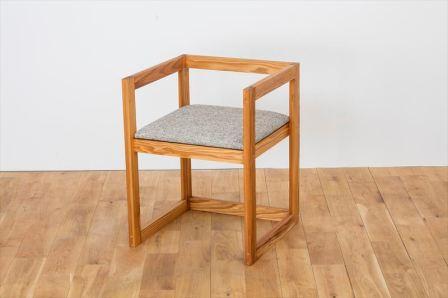 【ふるさと納税】※国産圧縮杉の肘付椅子