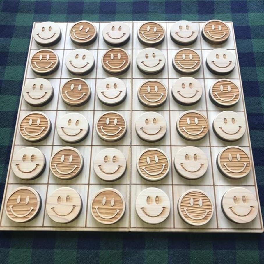 小さなお子様と一緒に楽しめるオセロ風のボードゲーム ふるさと納税 おもちゃ 木育 オセロ風ボードゲーム 期間限定送料無料 県産ヒノキ ニコちゃん 贈り物 低価格 無垢材 送料無料 ギフト プレゼント