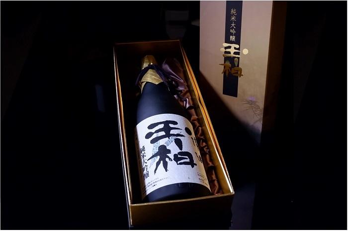 セール商品 酒米 山田錦 の特性を最大限引き出した最高傑作の逸品です ふるさと納税 お酒 日本酒 酒 フランスでトップ5受賞 1.8L 美品 純米大吟醸 一升 送料無料 玉柏