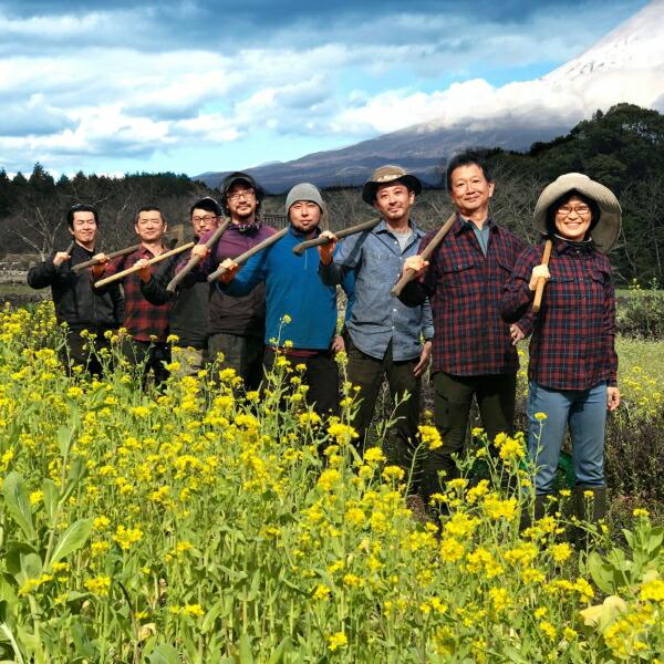 富士山の麓の豊かな自然の中で、農薬や化学肥料を使わないで野菜を育てています! 【ふるさと納税】富士山麓オーガニックファーマーズ 旬の野菜セット 静岡県富士宮市