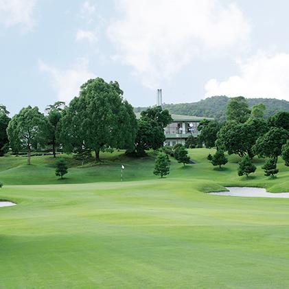 【ふるさと納税】ゴルフプレー招待券(食事券付)土日プレー 【ゴルフ場利用権】