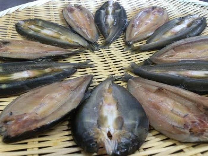 【ふるさと納税】【鮎の繊細な味が凝縮された逸品】滋賀県産 鮎一夜干し
