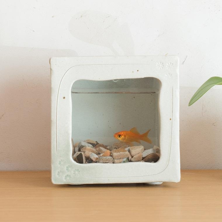【ふるさと納税】角水槽・中(白釉)aqua-02w