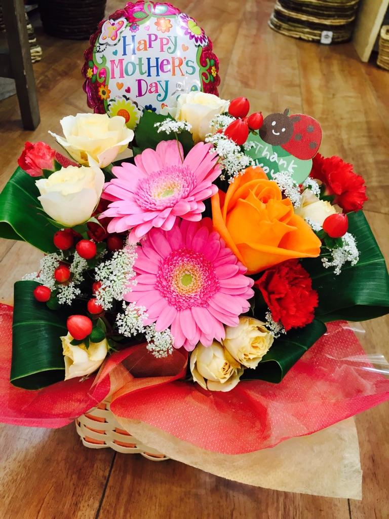 信頼 ふるさと納税 D-170 定番スタイル 母の日ギフト お母さんへのプレゼントに 生花のアレンジメント30cm