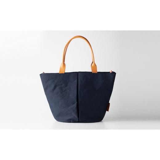 ハンドルを長くし、肩掛けしやすいMサイズのトートバッグ。 【ふるさと納税】豊岡鞄 トートバッグM (ネイビー) TUTUMU Marche M (S2200 24-157) / カバン かばん