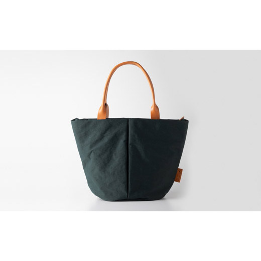 ハンドルを長くし、肩掛けしやすいMサイズのトートバッグ。 【ふるさと納税】豊岡鞄 トートバッグM (カーキ) TUTUMU Marche M (S2200 24-157) / カバン かばん
