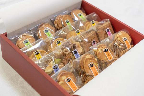 【ふるさと納税】職人が心を込めて焼き上げた菓子「心づくし」16袋入り
