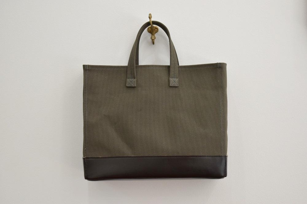 【ふるさと納税】鞄職人が手掛ける【マガジントート ワイド】オリーブ