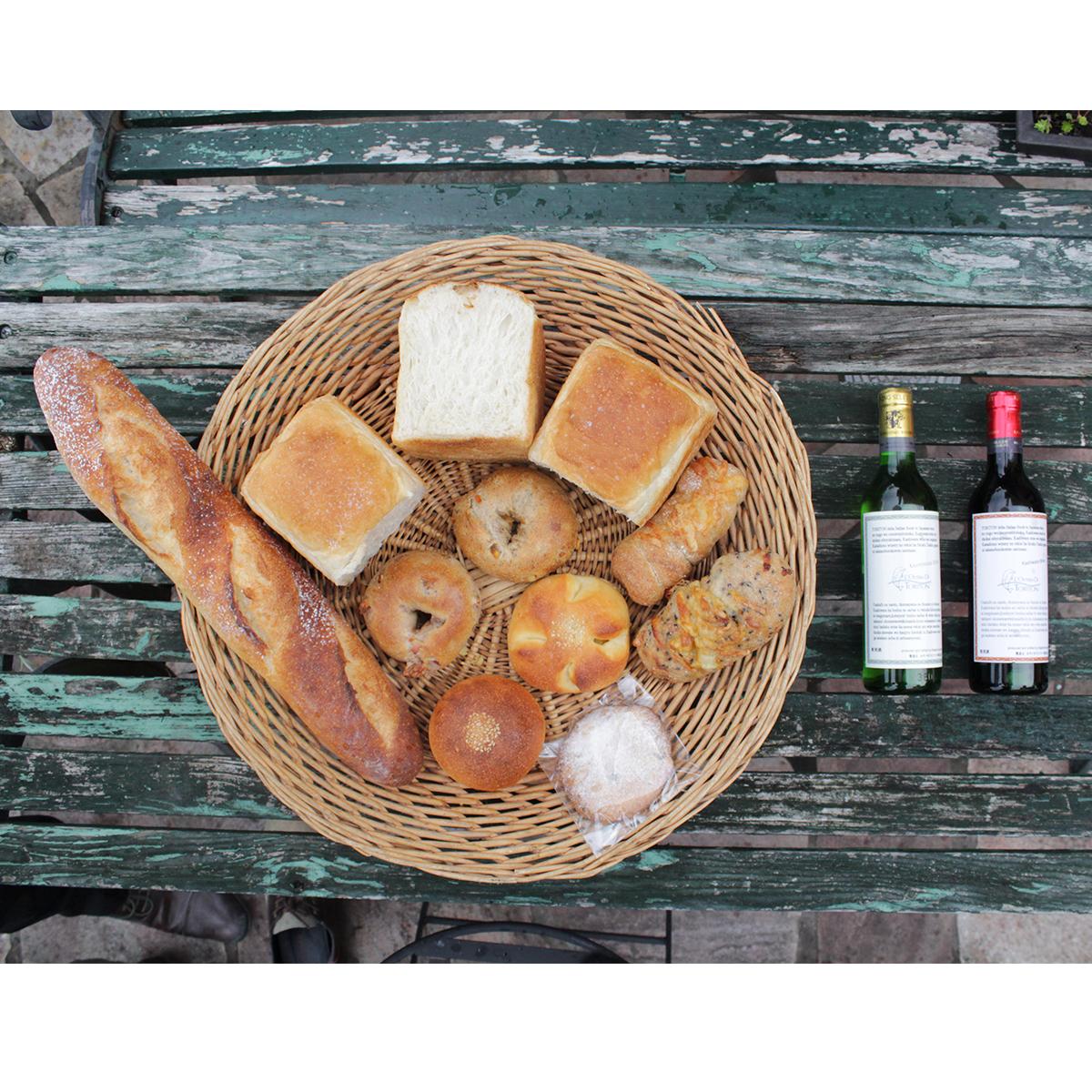 【ふるさと納税】天然酵母の石薪窯焼きパン(トリトン特製ハーフボトルワイン赤白2本セット)