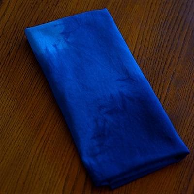 天然灰汁発酵建ての藍で手ぬぐいを染めあげました。こだわりの仕込みで引き出した、美しい藍の色です。 【ふるさと納税】藍染め手ぬぐい kofun【1087442】