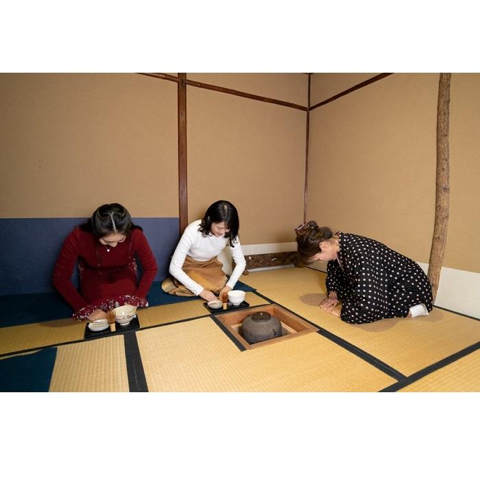 【ふるさと納税】[限定プラン]伝統文化「茶室でお点前体験」羽織で抹茶!