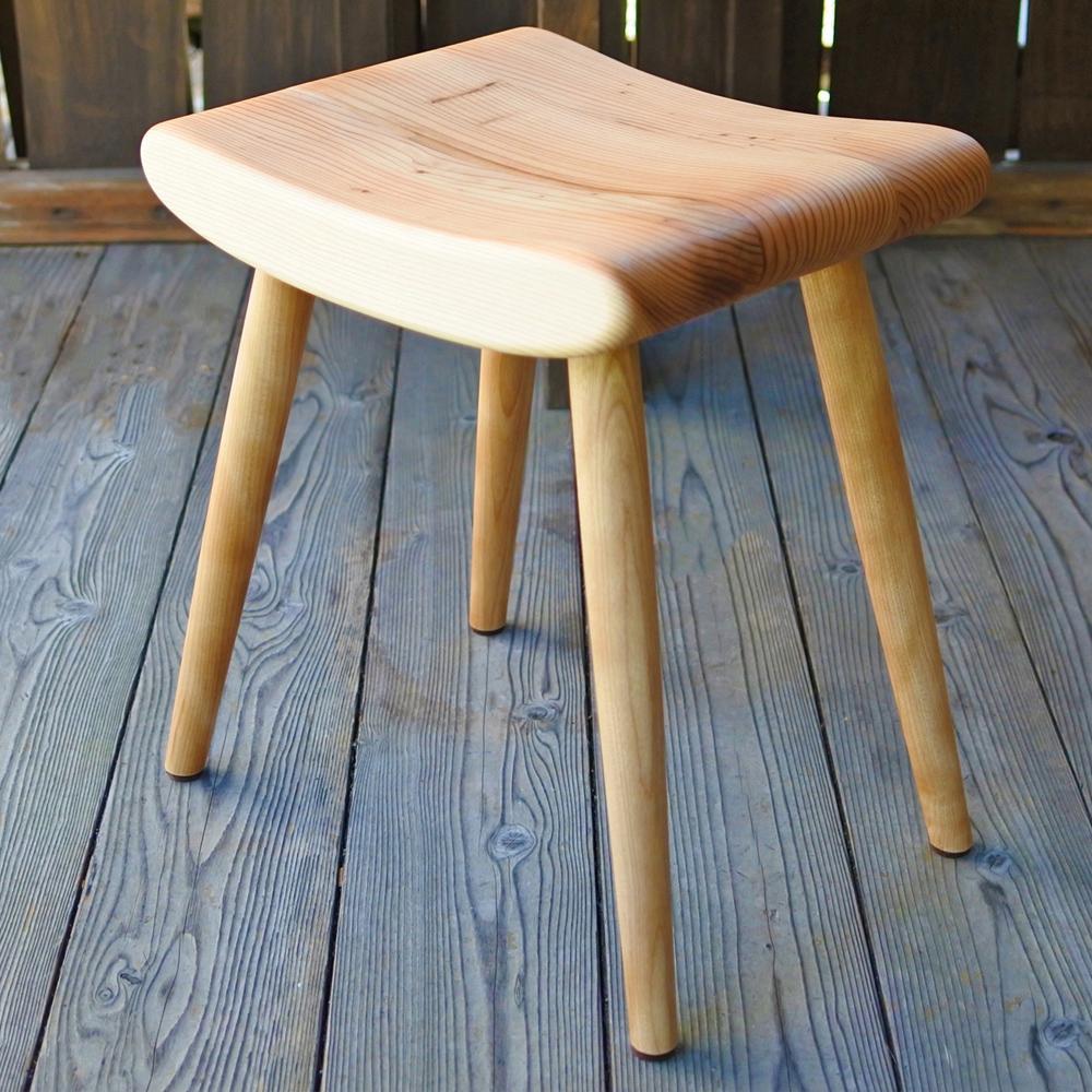 激安挑戦中 期間限定の激安セール ふるさと納税 木の椅子工房G.WORKSの 幅37cm×奥行30cm×高さ44cm ふんわりスツール