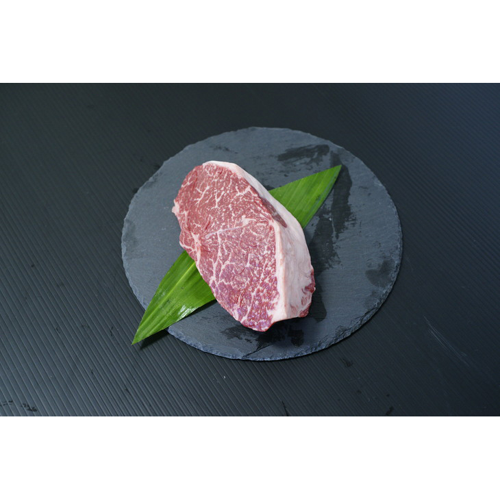 ジューシーな赤身のモモ肉は煮込み料理に最適です。 【ふるさと納税】熊野牛 モモ肉ブロック500g