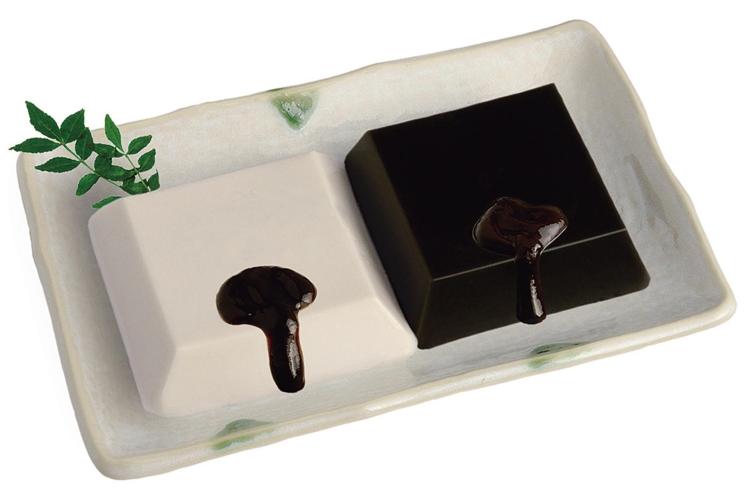 なめらかな白ごま豆腐ときめ細やかな黒ごま豆腐に味噌だれをかけてお召し上がりください 公式ショップ 驚きの値段 ふるさと納税 ごま豆腐2個入り詰合せセット 各種タレ付き