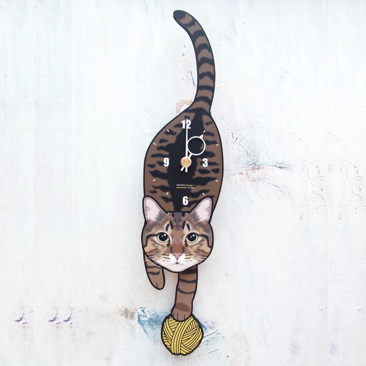 最新号掲載アイテム 手の部分が振り子になった壁掛け用時計 ふるさと納税 キジトラ-猫の振り子時計 C-74 流行のアイテム