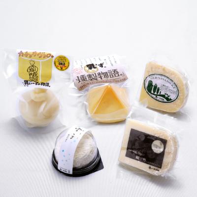 庄原産の新鮮な生乳を使用し、丁寧に大切に一つひとつ心を込めて作ったナチュラルチーズです。 【ふるさと納税】庄原産生乳の手作りチーズ5種セット【1204199】