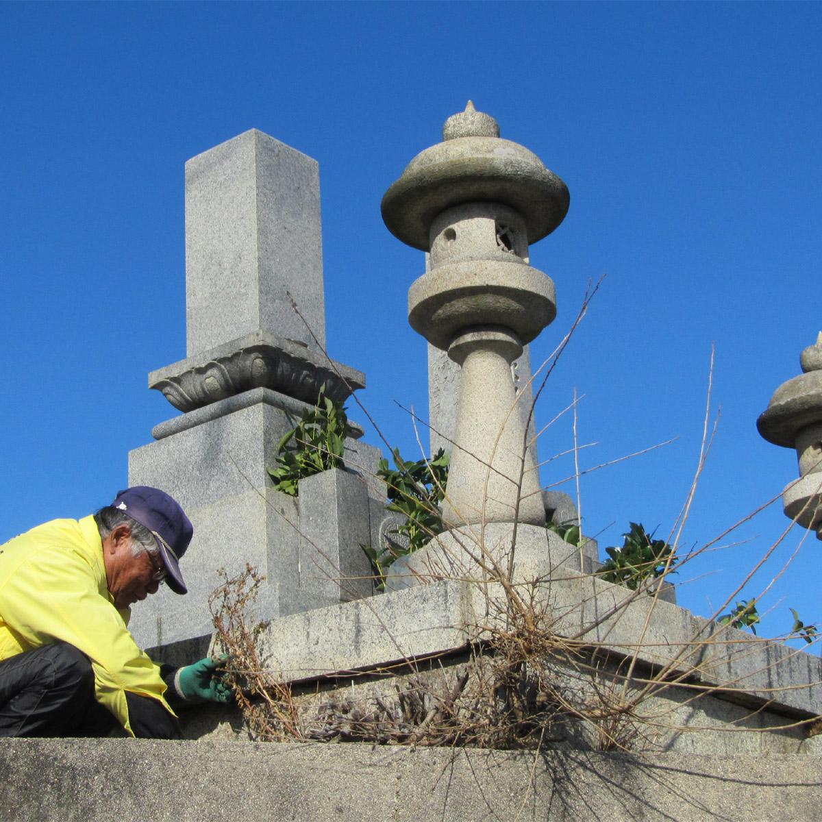 【ふるさと納税】大竹市内の墓地一区画の清掃の代行。大竹市シルバー人材センターの会員が心をこめて清掃致します。