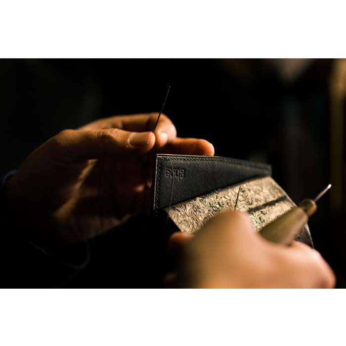 ふるさと納税 E008a 本藍染イタリアンレザーの薄型名刺入れ 本革・手縫いQdCeBxWro