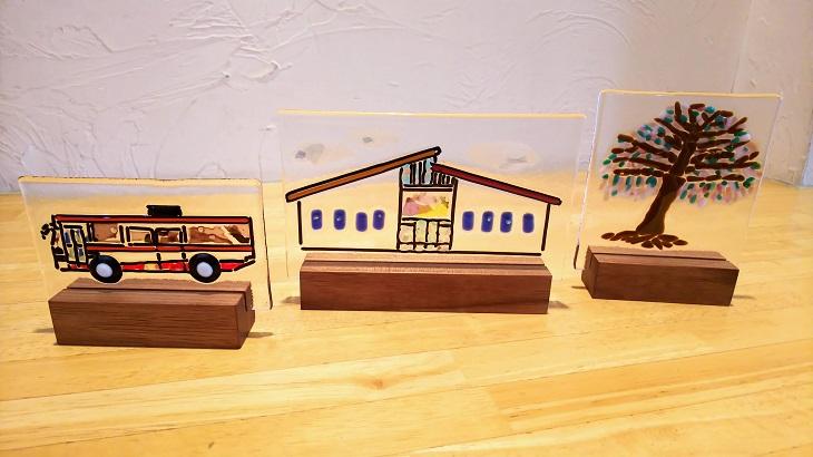 【ふるさと納税】010-065【手作りガラス】1点ものガラスオブジェ 3点セット 建物・バス・木