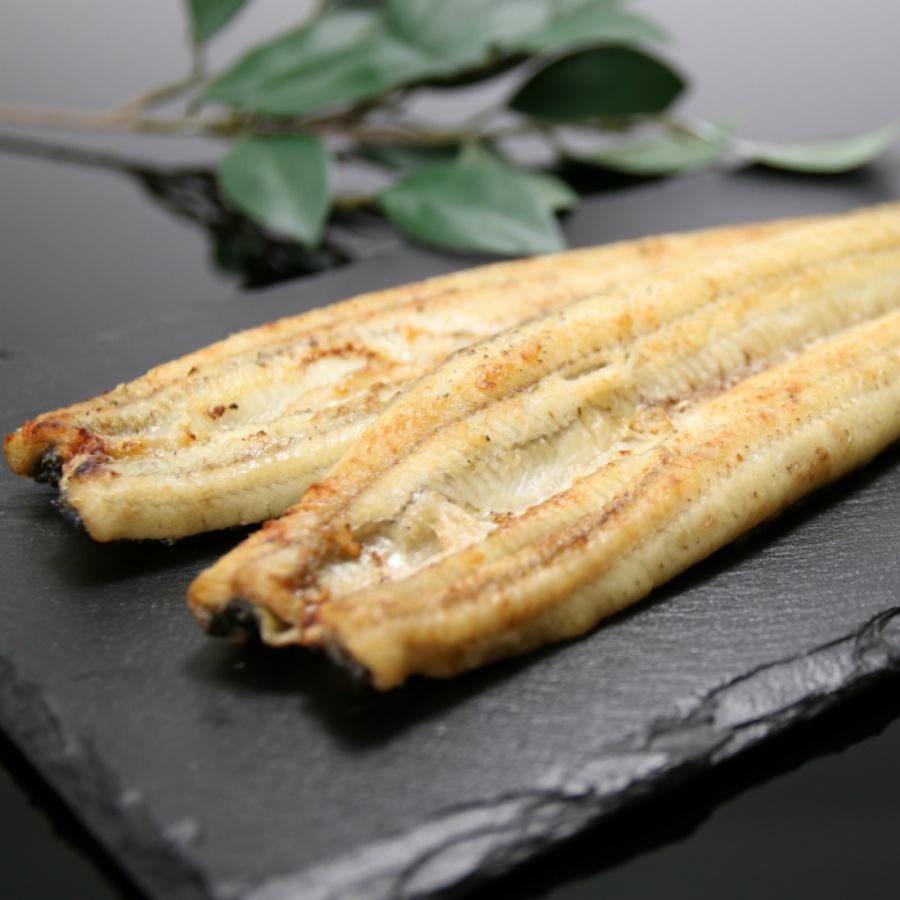 外はパリパリ中身はふっくらの鰻を提供しています。「白焼き」は、ワサビ醤油で味わっていただくと、うなぎ本来の味が楽しめます。 【ふるさと納税】うなぎ屋きた本 うなぎ白焼き120g3尾セット(無頭)【送料無料】【鰻/ウナギ/うなぎ屋きた本】