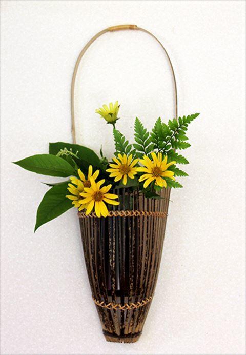 重厚なこげ茶色の紋様は自然の色ですので変わることはありません ラタン 籐 日本全国 送料無料 での細かいクロス綴じがとても綺麗です ふるさと納税 0100101 高知県特産の虎斑 4-1号 花籠 有名な 竹製の花器 壁掛けタイプ とらふ
