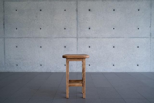 【ふるさと納税】大工さん手作りの檜イス(3脚)