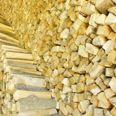 暖炉やキャンプ用に火持ちの良い 四万十川源流 品質検査済 の広葉樹 ナラ カシなど の薪 約18kgです 卓抜 ふるさと納税 1130068 広葉樹 約18kg 薪 キャンプや暖炉に