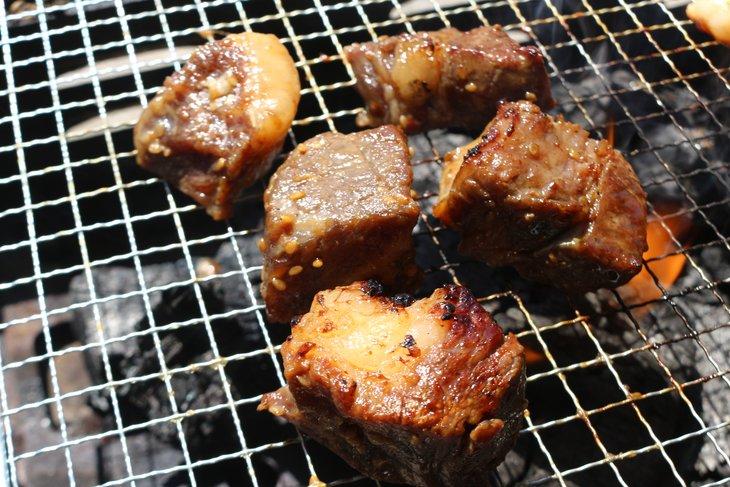 【ふるさと納税】【簡単調理】国産牛リブロースサイコロステーキ(タレ漬) 500g×2パック