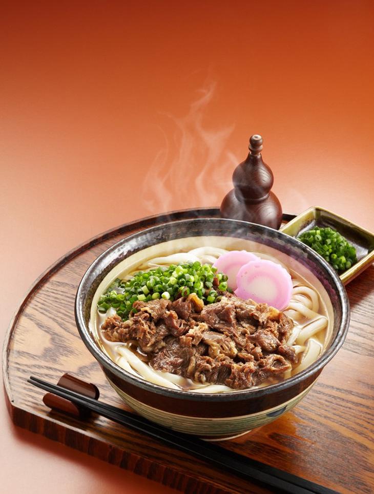 【ふるさと納税】[コクと旨味の牛肉がたっぷり!!]特盛牛肉うどん(8食入)